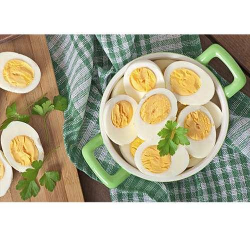 Huevos duros con un cocedor de huevos